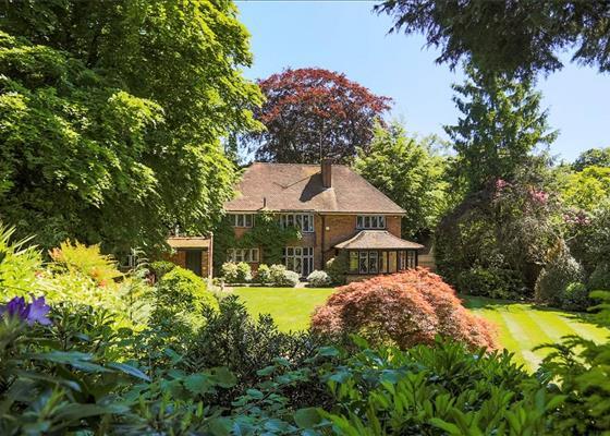 Hawkshill Close, Esher, Surrey, KT10