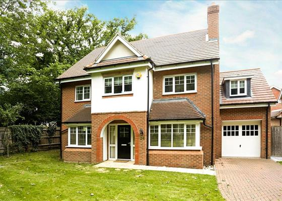 Hengest Avenue, Hinchley Wood, Surrey, KT10