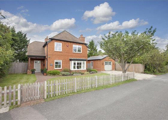 Gilchrist Way, Littlewick Green, Maidenhead, Berkshire, SL6