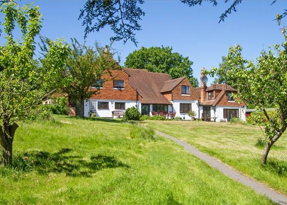 Petworth Road, Haslemere, Surrey, GU27